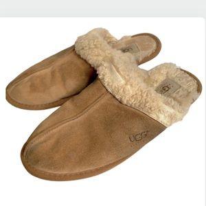 9 UGGS 5317 slip ons Dakota slippers shoes